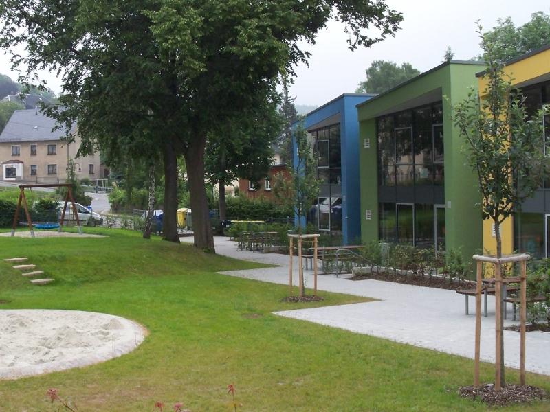 Bepflanzung der AußenanlageGrundschule Burkhardtsdorf<br>